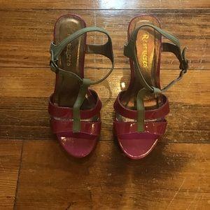 Restricted heel/sandal